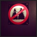Auf der Toilette darf man keine Frau heiraten. (Toilette Friedas Büxe)